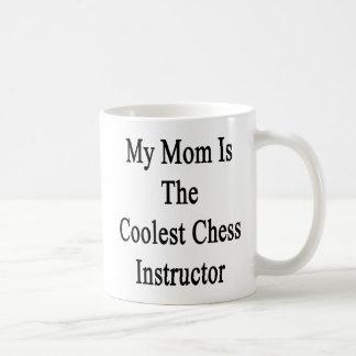 Mi mamá es el instructor más fresco del ajedrez taza