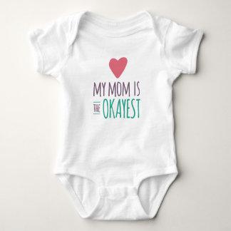 Mi mamá es el Okayest Remera