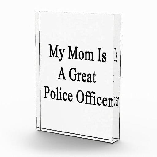 Mi mamá es gran oficial de policía
