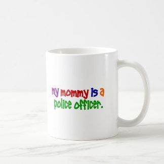 Mi mamá es oficial de policía 1 (primario) taza básica blanca