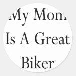 Mi mamá es un gran motorista pegatina redonda