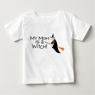 Mi mamá es una bruja Halloween Remera