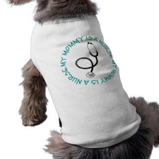 Mi mamá es una camiseta del regalo de la enfermera playera sin mangas para perro