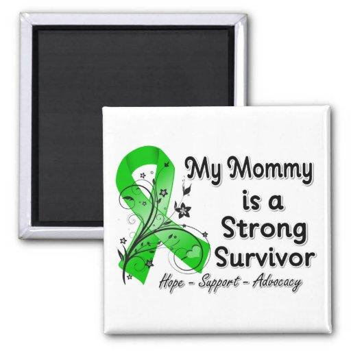 Mi mamá es una cinta fuerte del verde del superviv imanes para frigoríficos
