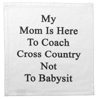 Mi mamá está aquí entrenar el campo a través no a  servilleta