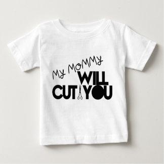 Mi mamá le cortará remera