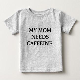 Mi mamá necesita la camiseta del cafeína poleras