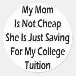 Mi mamá no es barata ella apenas está ahorrando pegatinas redondas