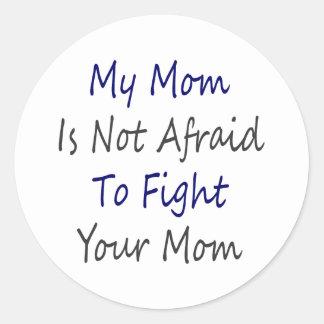 Mi mamá no tiene miedo de luchar a su mamá etiquetas redondas