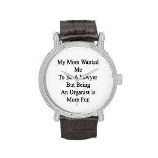 Mi mamá quisiera que fuera abogado pero el ser un