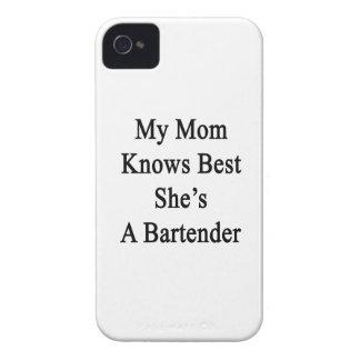 Mi mamá sabe mejor que ella es camarero Case-Mate iPhone 4 protectores