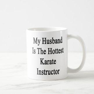Mi marido es el instructor más caliente del karate taza básica blanca