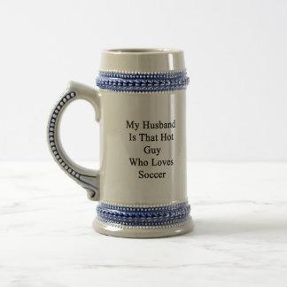 Mi marido es ese individuo caliente que ama fútbol jarra de cerveza