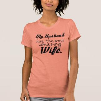 Mi marido tiene la esposa más asombrosa camisetas