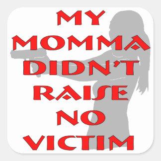 Mi Momma no crió a ninguna víctima Pegatina Cuadrada