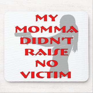 Mi Momma no crió a ninguna víctima Mousepads