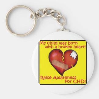 Mi niño nació con un corazón quebrado llavero redondo tipo pin