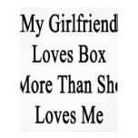 Mi novia ama la caja más que ella me ama membrete