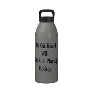 Mi novia conseguirá rica jugando a hockey botellas de agua reutilizables