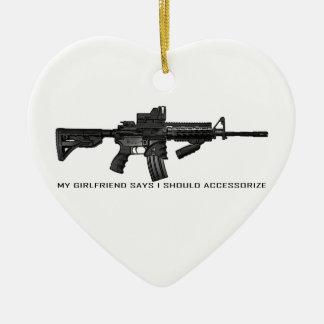 Mi novia dice que debo complementar AR15 Adorno Navideño De Cerámica En Forma De Corazón