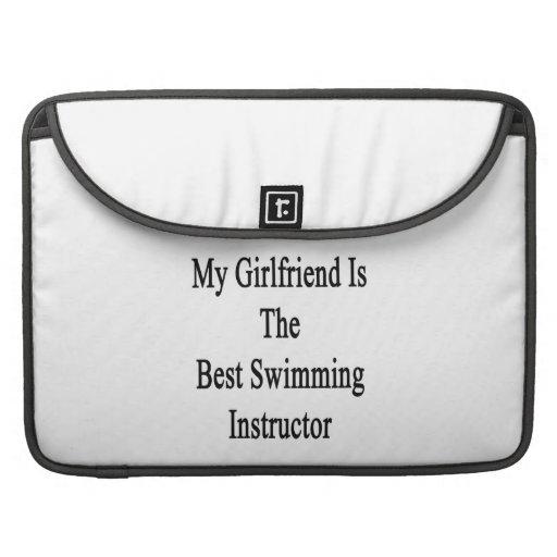 Mi novia es el mejor instructor de la natación funda macbook pro