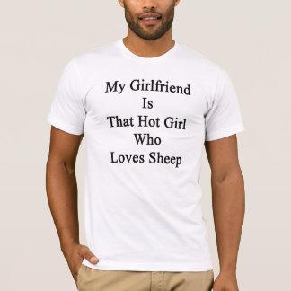 Mi novia es ese chica caliente que ama ovejas playera