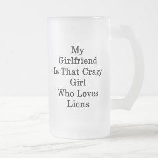 Mi novia es ese chica loco que ama leones taza de cristal