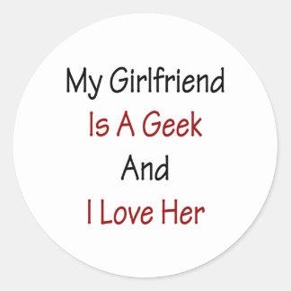 Mi novia es un friki y la amo pegatina redonda