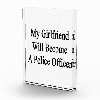 Mi novia hará oficial de policía