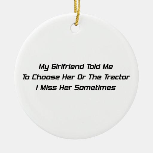Mi novia me dijo elegir la o el tractor adorno redondo de cerámica