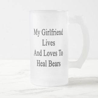 Mi novia vive y ama curar osos taza