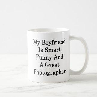 Mi novio es divertido elegante y una gran fotograf taza básica blanca