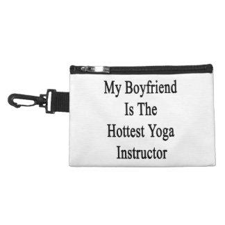 Mi novio es el instructor más caliente de la yoga