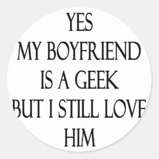 Mi novio es sí un friki pero todavía lo amo pegatina redonda