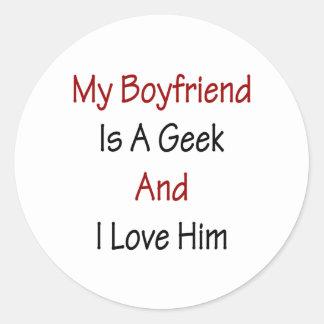 Mi novio es un friki y lo amo pegatina redonda