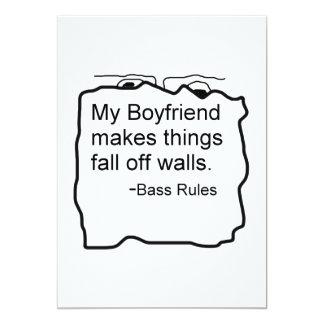 Mi novio hace cosas se cae de las paredes. Bajo Invitación 12,7 X 17,8 Cm