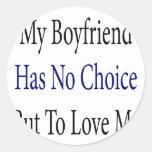 Mi novio no tiene ninguna opción pero amarme pegatina redonda