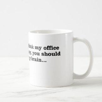 Mi oficina sucia tazas de café