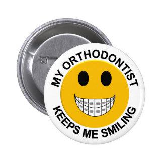 Mi Orthodontist me guarda el botón sonriente/Pin Pin Redondo De 2 Pulgadas