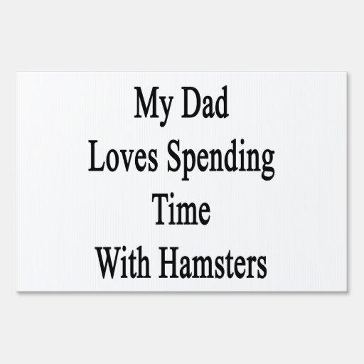 Mi papá ama el pasar de tiempo con los hámsteres cartel
