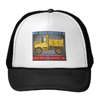 Mi papá conduce un pequeño gorra del camión volque