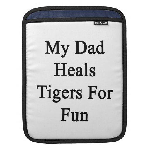 Mi papá cura los tigres para la diversión funda para iPads
