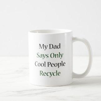 Mi papá dice que solamente la gente fresca recicla taza