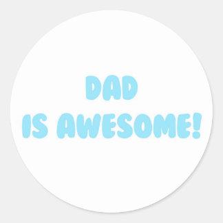 Mi papá es impresionante en azul pegatina redonda