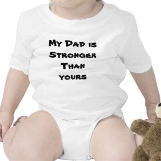 Mi papá es más fuerte que el suyo camiseta