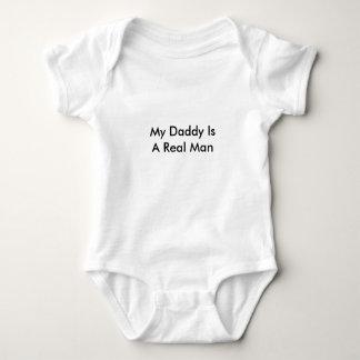 Mi papá es un hombre real camiseta