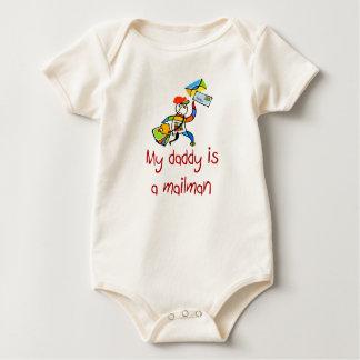 Mi papá es una camiseta del bebé del cartero