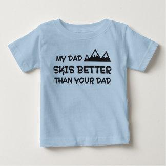Mi papá esquía mejor que su papá t shirts