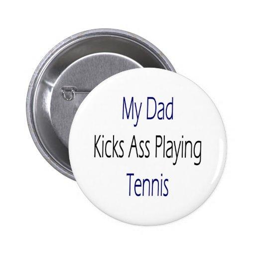 Mi papá golpea el asno con el pie que juega a teni pin redondo de 2 pulgadas