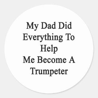 Mi papá hizo todo para ayudarme a hacer un pegatina redonda